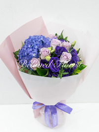 Purple hydrangea and roses bouquet