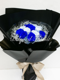 12 Navy and Blue Preserved Roses Fancy Bouquet
